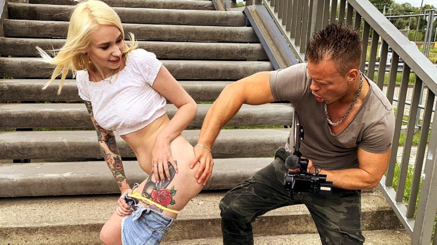 Arterya: Blonde Slut Wants Strange Cock
